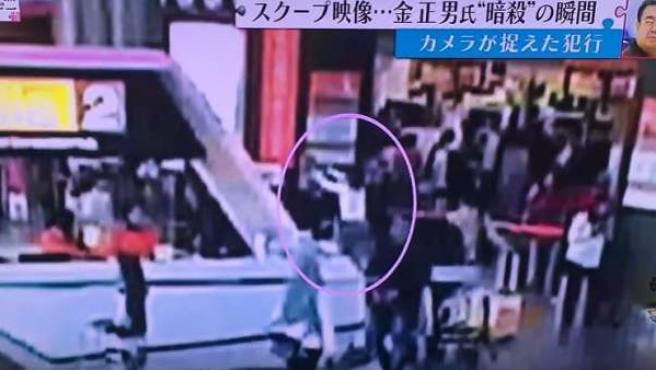 Fotograma del vídeo del ataque a Kim Jong-nam en el aeropuerto de Kuala Lumpur.