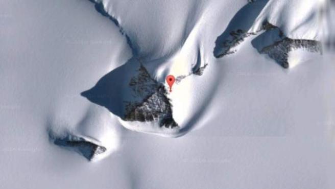 Imágenes de las supuestas antiguas pirámides hechas por el hombre bajo la gruesa capa de hielo y nieve de la Antártica.