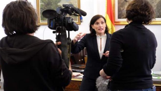 La alcaldesa con el equipo de TV France 2
