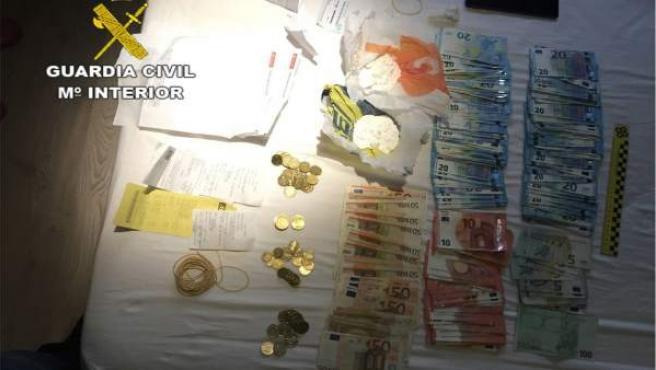 La Guardia Civil se ha incautado de 155 gramos de cocaína y 72.500 euros