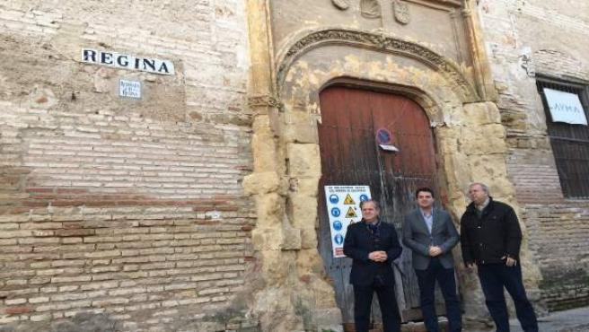 Visita de los populares a la fachada exterior del Convento Regina