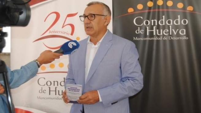 El alcalde de Bonares, Juan Antonio García, en rueda de prensa