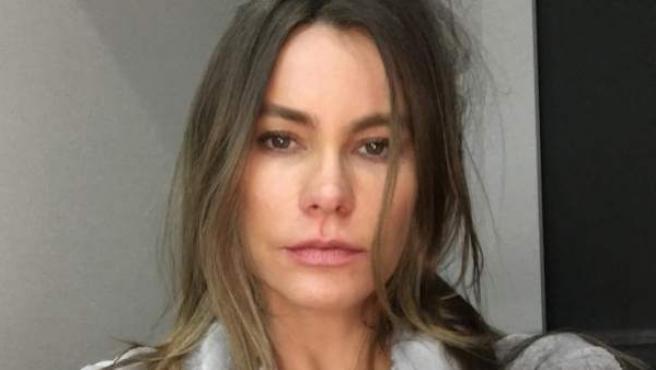 La actriz colombiana Sofia Vergara se muestra al natural durante el rodaje de 'Modern Family'.