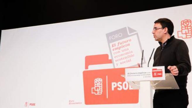 El portavoz de la Gestora del PSOE, Mario Jiménez, en clausura de foro económico