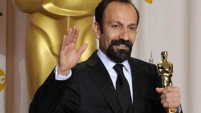 Asghar Farhadi, con su Oscar en 2012.