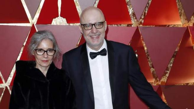 Juanjo Giménez (d) y María Hidalga (i) en su llegada a la gala de los Oscar 2017. El español estaba nominado al mejor corto de ficción por 'Timecode'.