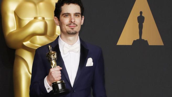 Damien Chazelle recibió el Oscar a mejor director por su trabajo en La La Land, siendo el realizador más joven que lo recibe en la historia de estos galardones.