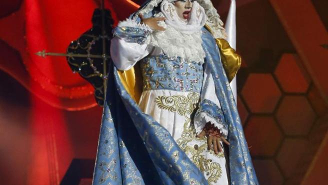 """Drag Sethlas, con la fantasía """"¡Mi cielo yo no hago milagros. Que sea lo que Dios quiera"""", ha ganado el concurso Drag del Carnaval de la Eterna Primavera."""