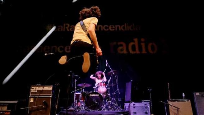 Varios artistas durante un concierto programado por La Radio Encendida.