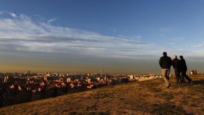 Imagen de la boina de contaminación sobre Madrid desde el Cerro del Tío Pío (Puente de Vallecas).