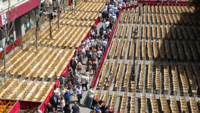 Sillas colocadas al inicio de la Carrera Oficial de Sevilla, en la Campana, en una imagen de archivo.