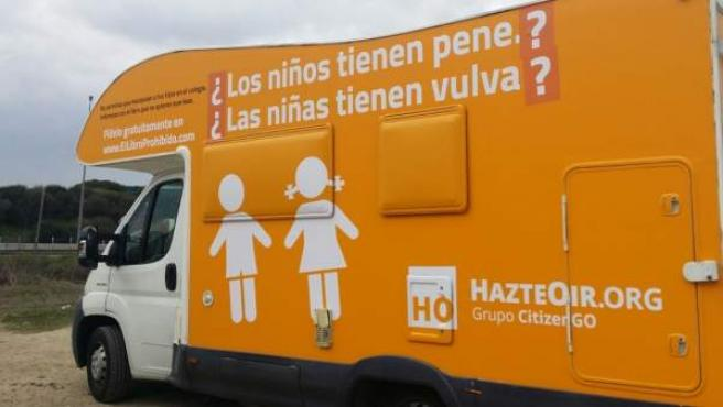 Autocaravana de Hazte Oír.