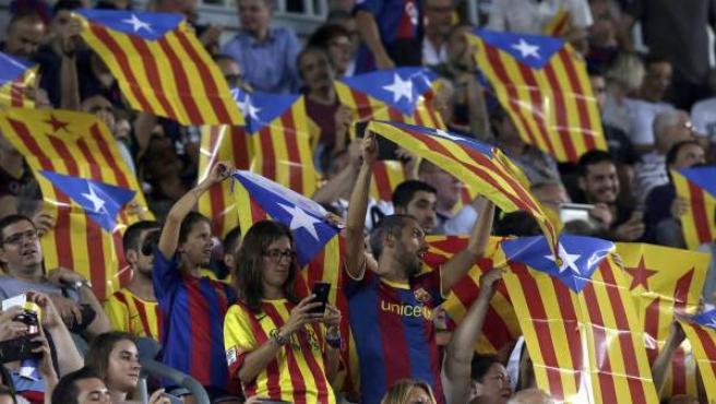 En la imagen 'esteladas' en el Camp Nou.