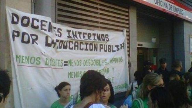 Imagen de archivo de un grupo de profesores interinos participando en una manifestación.