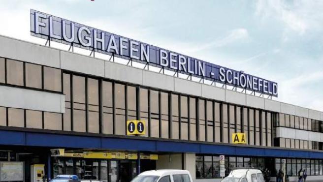 Entrada de pasajeros al aeropuerto de Berlín-Schoenefeld.