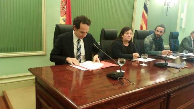 El conseller de Territorio, Marc Pons, durante una comparecencia en el Parlament