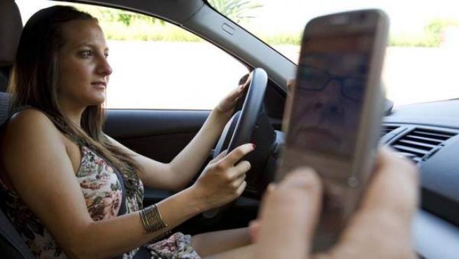 El sistema informático de muchos vehículos puede asociarse ya con el sistema operativo del teléfono móvil del conductor, ya sea Android o iOS (CarPlay).