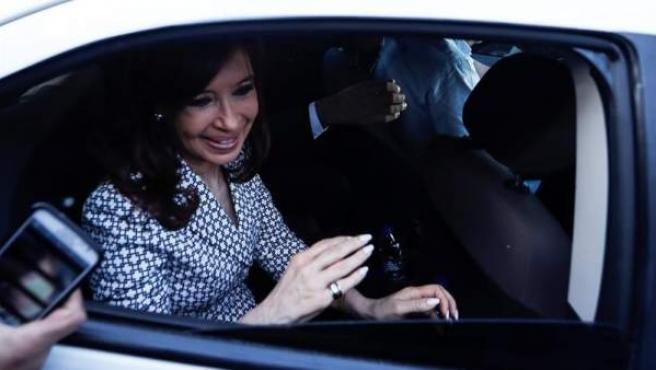 La expresidenta argentina Cristina Fernández de Kirchner llega a los tribunales federales de Buenos Aires para declarar en una causa por presunto lavado de dinero y cohecho.