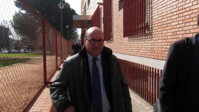 Rafael Navas en la salida de los juzgados