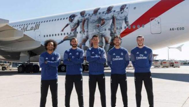Avión de Emirates con varios jugadores del Real Madrid.