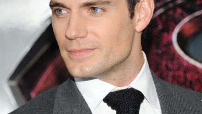 El actor Henry Cavill, con una corbata de punto.