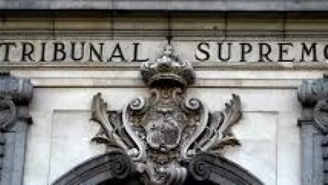 Fachada de acceso a la sede del Tribunal Supremo.