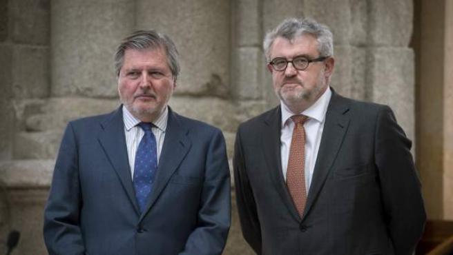 El ministro de Cultura, Méndez de Vigo, con el nuevo director del Museo del Prado, Miguel Falomir, nada más tomar posesión de su cargo