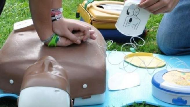 Los desfibriladores y las técnicas de recuperación cardiopulmonar salvan vidas.