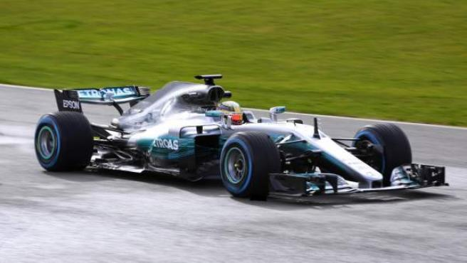 Hamilton, en su Mercedes en los tests de Montmeló.
