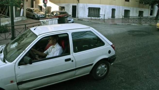 """Un 67% de los conductores de más de 65 años se siente """"más inseguro y lento"""" al volante."""