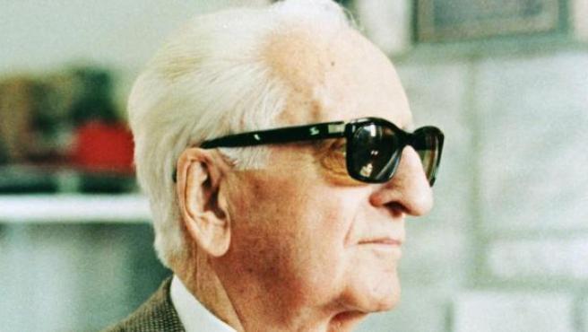 El fundador de Ferrari, Enzo Anselmo Ferrari del Piero, fue conocido dentro de los seguidores de Ferrari como Il commendatore.