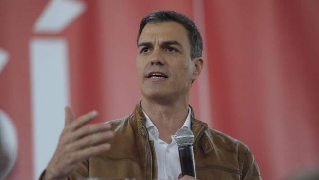 El candidato a las primarias del PSOE Pedro Sánchez, en un acto de precampaña en Burjassot (Valencia).