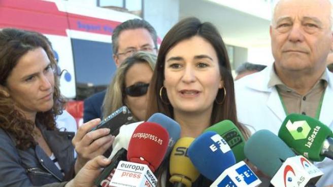 La consellera de Sanidad, Carmen Montón, atiende a los medios