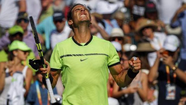 Rafa Nadal celebra su victoria ante Mahut en Miami.