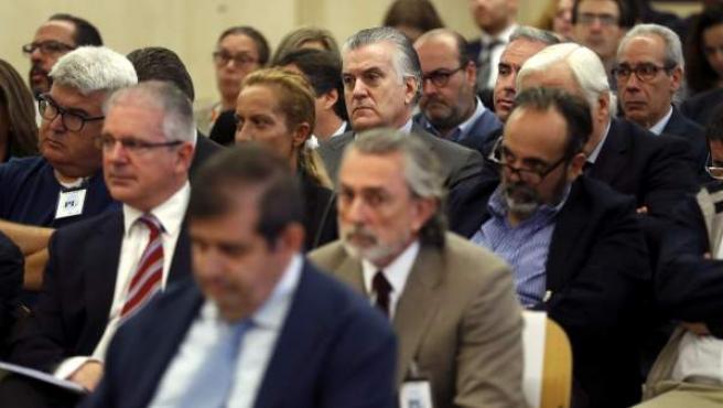 Luis Bárcenas, junto a Francisco Correa y Pablo Crespo en el juicio por la trama Gürtel.
