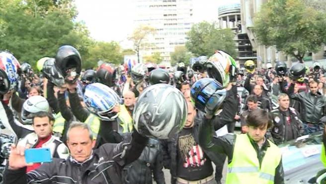 Concentración de moteros en Madrid contra los guardarraíles.