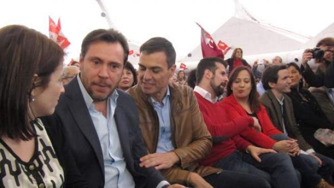 Pedro Sánchez con el alcalde de Valladolid, Óscar Puente, durante un acto.
