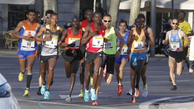 Varios atletas encabezan la XVII edición del Medio Maratón de Madrid que se disputó por las calles del centro de la capital y ha contado con la participación de unos 26.000 corredores.