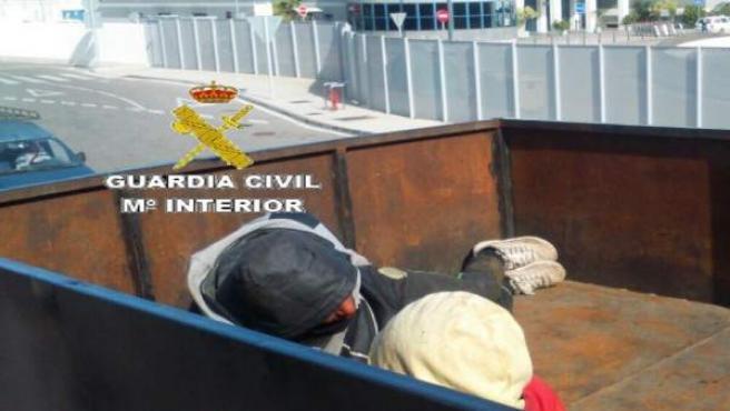 Interceptados tres inmigrantes en el puerto de Algeciras