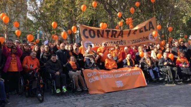 Miles de personas, familiares y afectados de Esclerosis Lateral Amiotrófica (ELA), en la denominada 'Caminata por la vida' en la que pedían más recursos en la investigación para hallar la cura para esta cruel enfermedad que actualmente afecta a unas 4.000 personas en España.