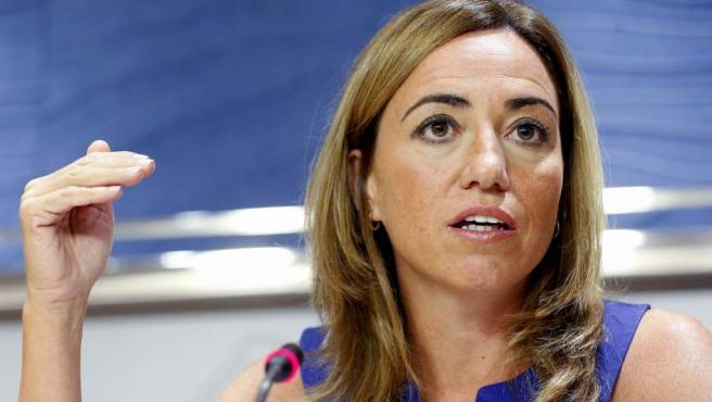 La exministra de Defensa Carme Chacón (PSC) atiende a los medios en el Congreso de los Diputados.