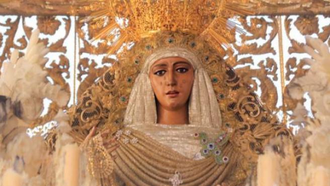 Procesión de la Virgen de la Esperanza de Triana de Sevilla.