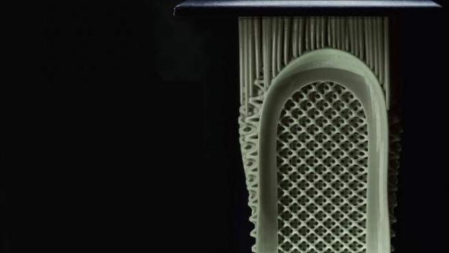 Una zapatilla Futurecraft 4D en pleno proceso de impresión.