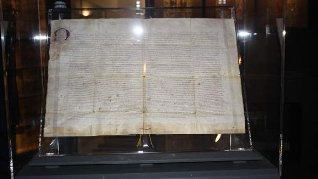 El Museu de la Seda exposa per primera vegada el privilegi de Fernando II, que va elevar l'ofici de Velluters