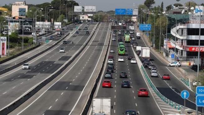 Circulación en la autovía de A Coruña A-6 en la operación salida de Semana Santa.