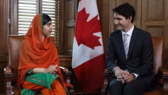 Malala Yousafzai y Justin Trudeau.