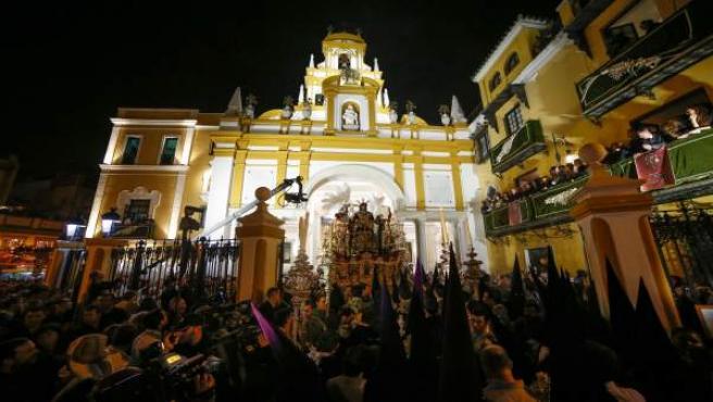 Madrugá en Sevilla. Salida de la Macarena