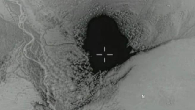 Un fotograma del vídeo difundido por el Pentágono de la MOAB lanzada en Afganistán contra el ISIS.