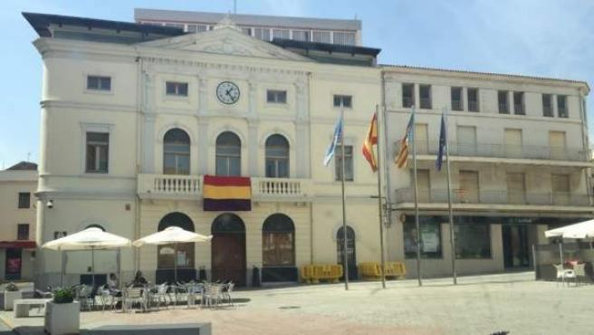 La Delegación del Gobierno en la Comunitat Valenciana ha presentado tres recursos contra nueve Ayuntamientos valencianos que exhibieron banderas republicanas: Sagunto, Silla, Paiporta, Xeraco, Barxeta, Bunyol, Benifaió, Tavernes de la Valldigna y Algemesí.
