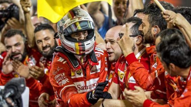 Sebastian Vettel celebra su victoria en el GP de Bahrein.